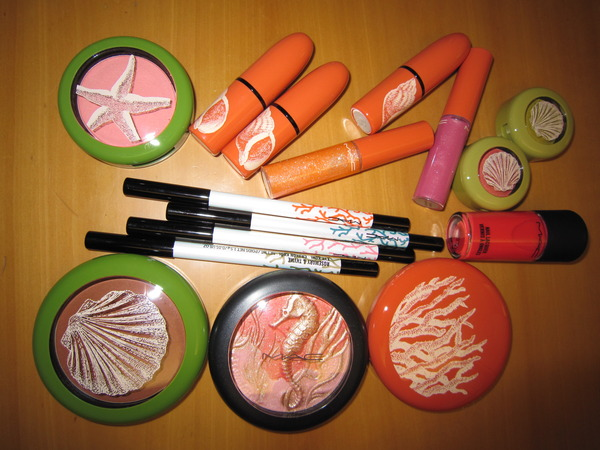 As you can see from this photo, which is the most discussed subject of the day, the new makeup collection is based on colorful coral shades.