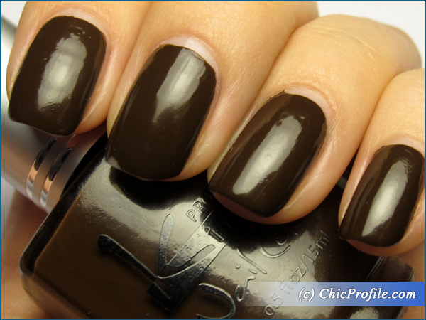Kinetics-Cafe-Central-Nail-Polish-Swatch-4-Days-Top-Coat