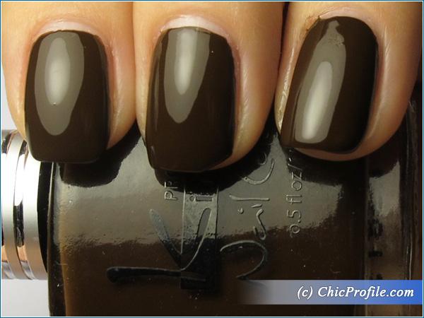 Kinetics-Cafe-Central-Nail-Polish-Swatch-Top-Coat