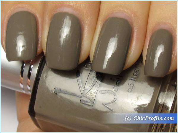 Kinetics-Skyscraper-Nail-Polish-Swatch-4-Days-Top-Coat