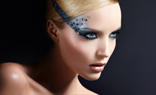 Make-Up-For-Ever-Holiday-2013-Midnight-Glow-Collection.jpg