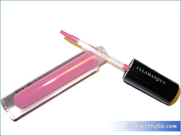 Illamasqua-Forbidden-Matte-Lip-Liquid-Review-3