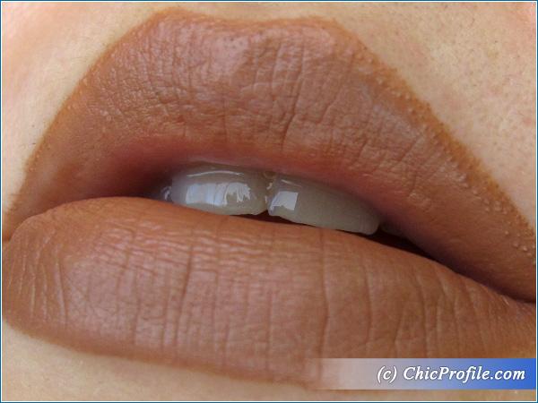 Essence-Hot-Chocolate-Lip-Liner-Lip-Swatch-1