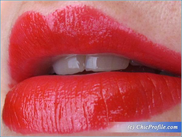 Sisley-Cherry-Phyto-Lip-Twist-Lip-Swatch