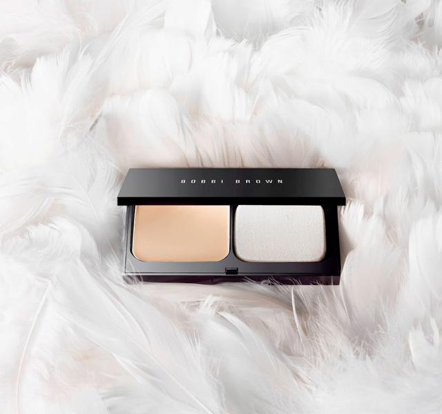 Bobbi-Brown-Skin-Weightless-Powder-Compact-Foundation-Review