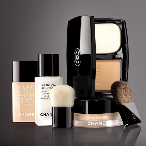 Chanel-Vitalumiere-Loose-Powder-Foundation-2