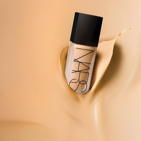 Nars-All-Day-Luminous-Weightless-Foundation-Review-1
