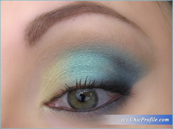 Turquoise-Gold-Makeup