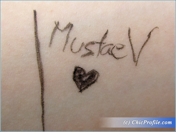 Mustaev-Tension-Fit-Liquid-Liner-Brush-Pen-Review-5
