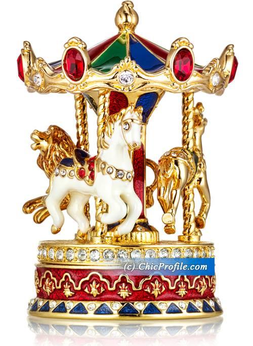 Estee-Lauder-Holiday-2015-Carousel-Compact