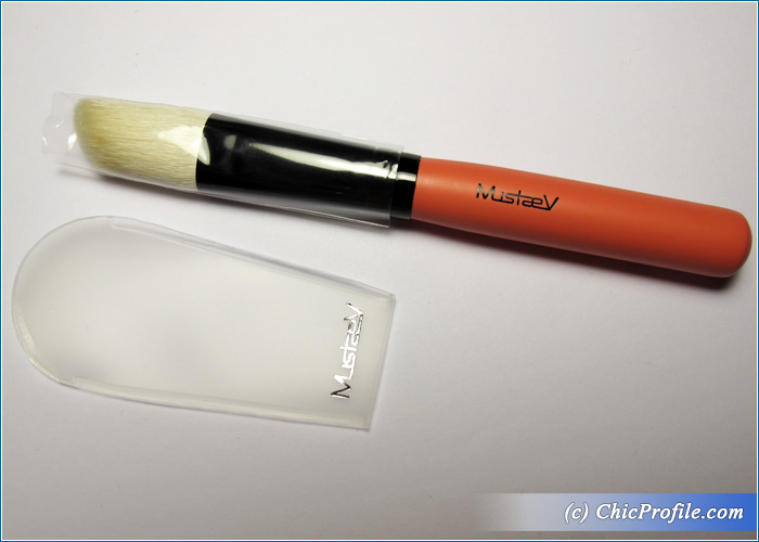 Mustaev-Easy-Go-Angled-Contour-Brush-Review-1