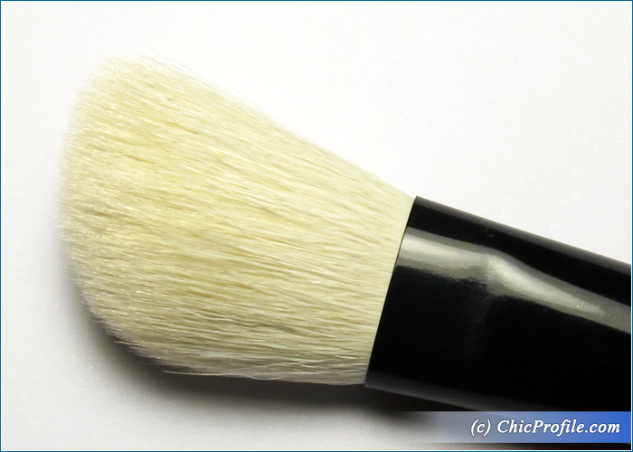 Mustaev-Easy-Go-Angled-Contour-Brush-Review-5