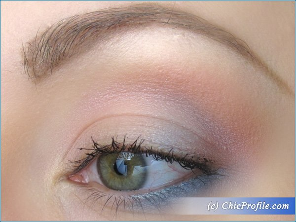 Twist-of-Blue-Makeup-Look-1