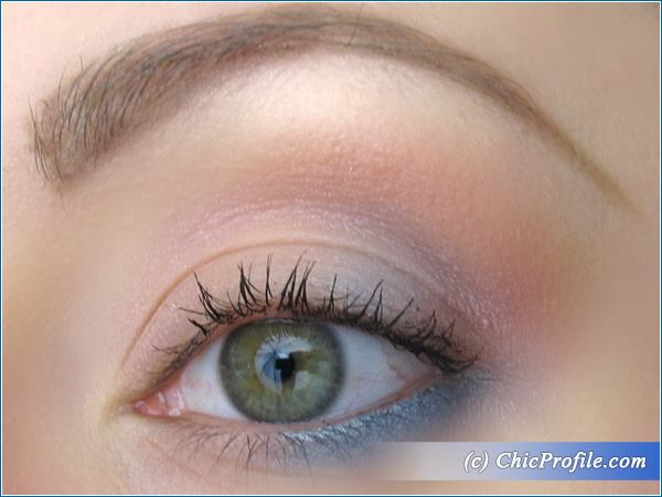 Twist-of-Blue-Makeup-Look