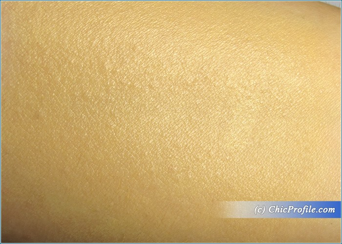 Guerlain-Parure-Gold-Fluid-Foundation-Swatch-2