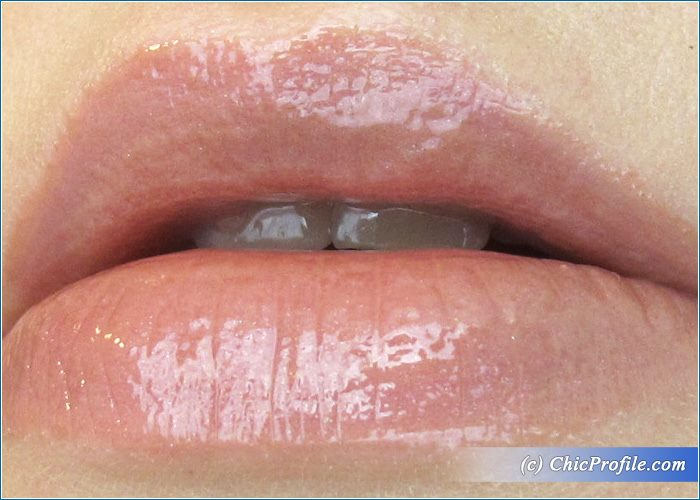 Rouge-Bunny-Rouge-Nude-Lips-Swatch