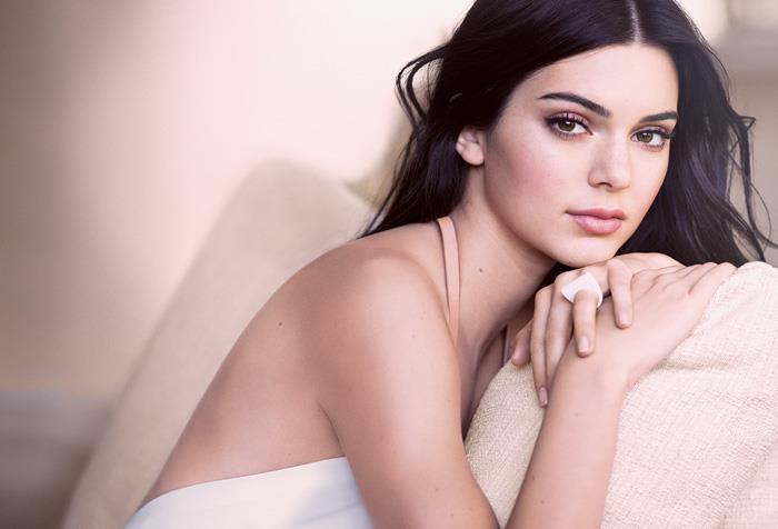 Estee-Lauder-Kendall-Jenner-Double-Wear-Nude-Cushion-Stick