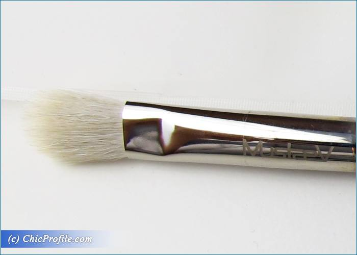 Mustaev-Blending-Shadow-Large-Fluffy-Shadow-Brushes-Review-2