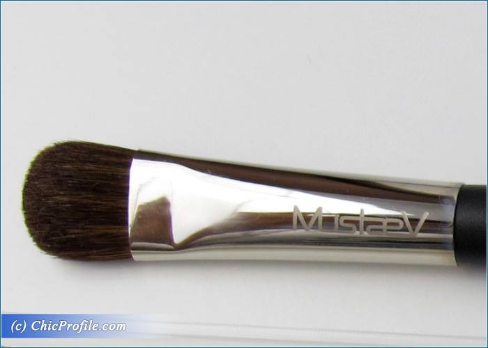 Mustaev-Blending-Shadow-Large-Fluffy-Shadow-Brushes-Review-4