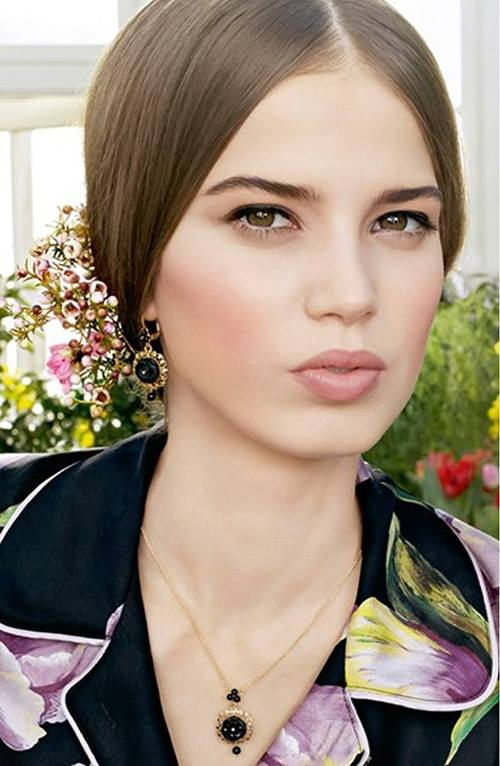 Dolce-Gabbana-Blush-of-Roses-Creamy-Face-Colour