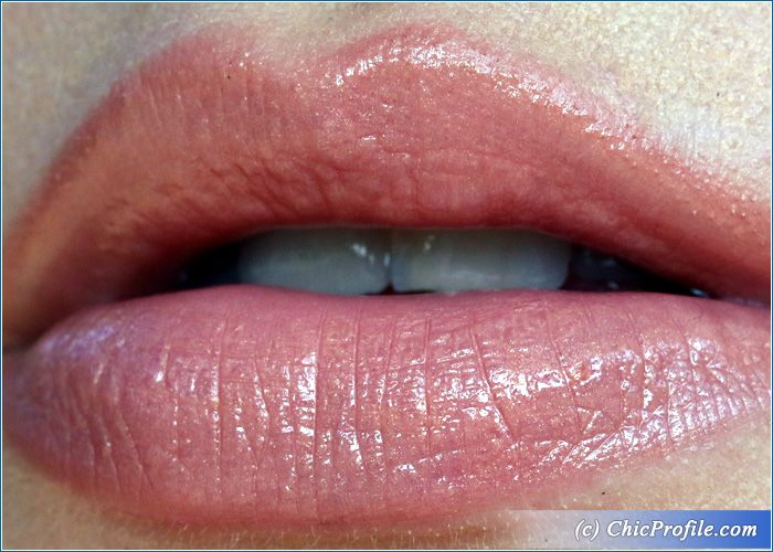 Guerlain-Fall-In-Nude-Kiss-Kiss-Lipstick-Swatch-1