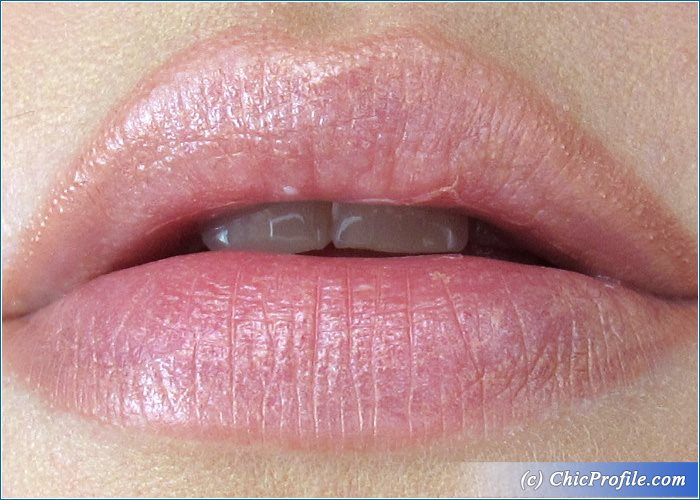 Guerlain-Fall-In-Nude-Kiss-Kiss-Lipstick-Swatch