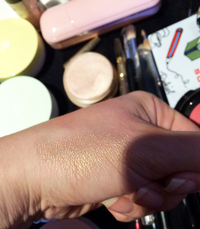 lancome-glow-subtil-silky-creme-highlighter-swatch-1
