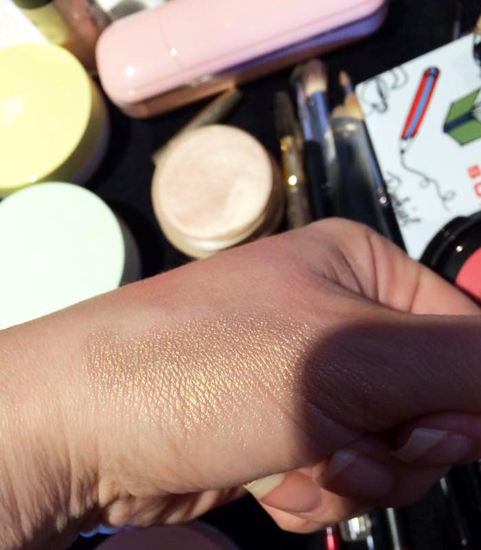 lancome-glow-subtil-silky-creme-highlighter-swatch-1