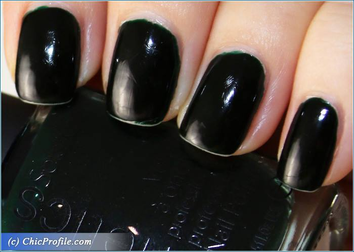 Kinetics-Guanabara-Bay-Girl-Nail-Polish-Review-6
