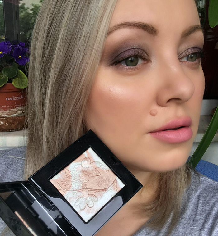 Bobbi Brown Pink Glow Highlighting Powder Makeup Look