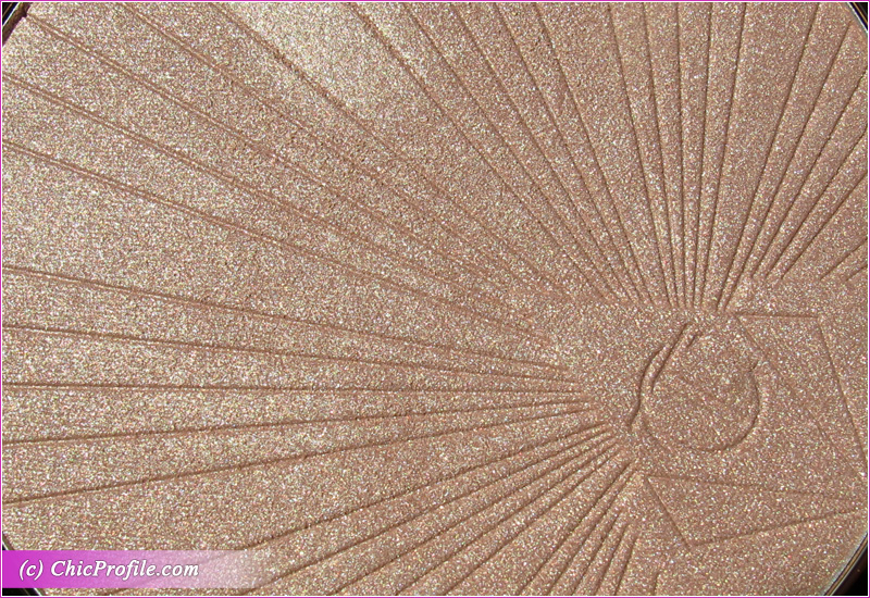 Charlotte Tilbury Superstar Glow Higlighter Close-Up