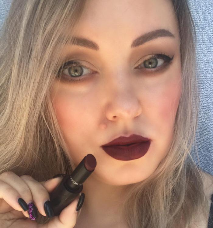 Vampy makeup look dark lips