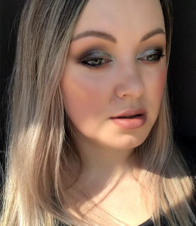 MAC Flashing Ice Extra Dimension Skinfinish Trio (Gold / Medium) Makeup 2