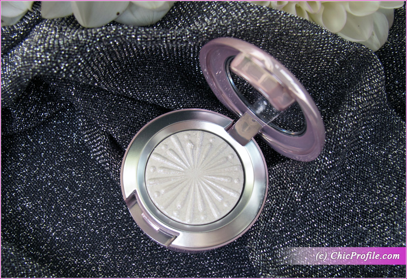MAC Cooler Than Being Cool Extra Dimension Foiled Eyeshadow