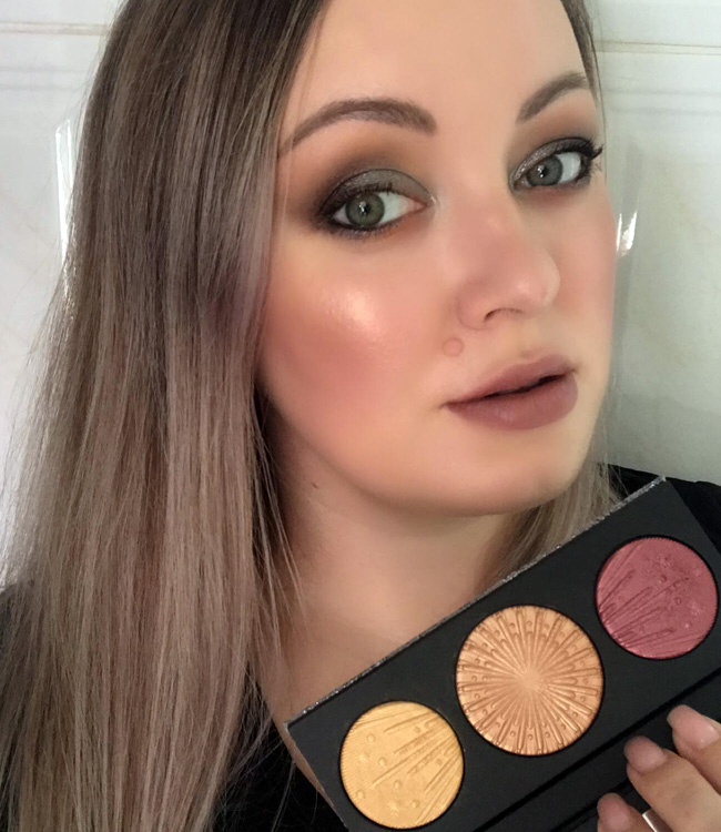 MAC Flashing Ice Extra Dimension Skinfinish Trio (Gold / Medium) Makeup 1