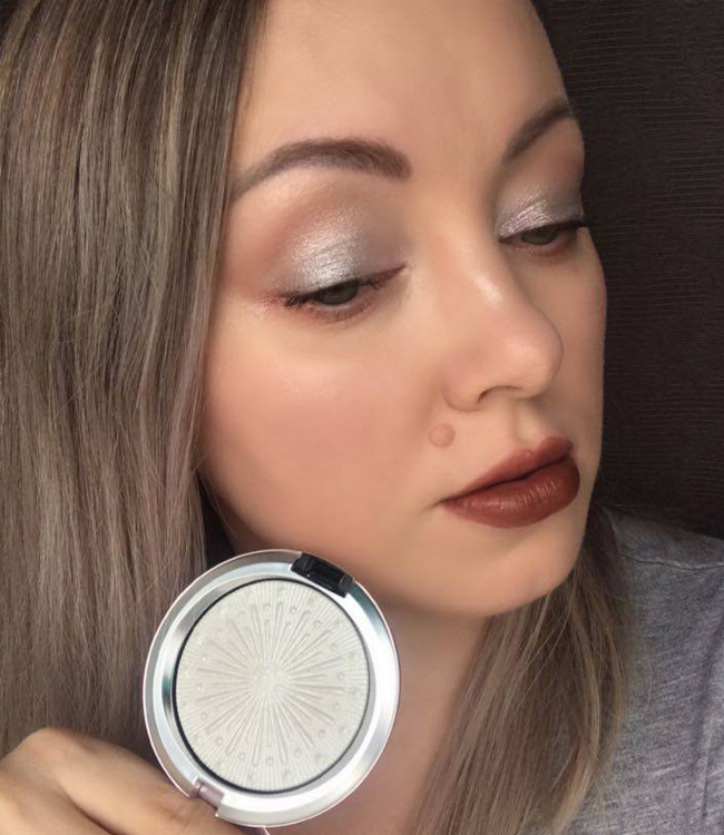 MAC Let It Glow Extra Dimension Skinfinish Makeup Look On the cheeks