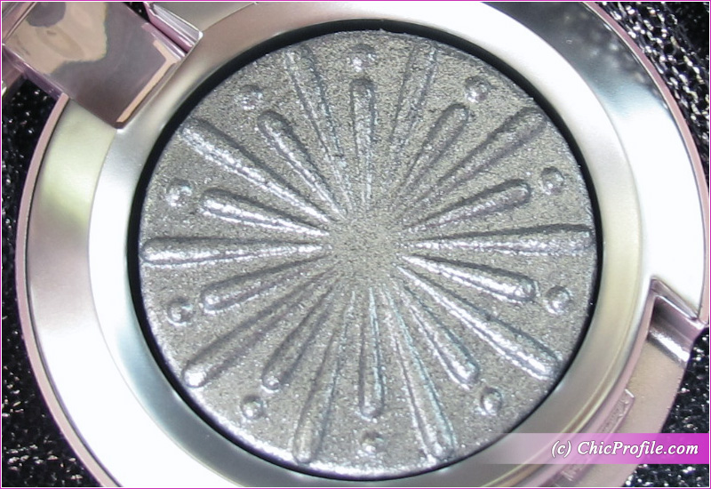 MAC Silver Bells Extra Dimension Foiled Eyeshadow Close Up