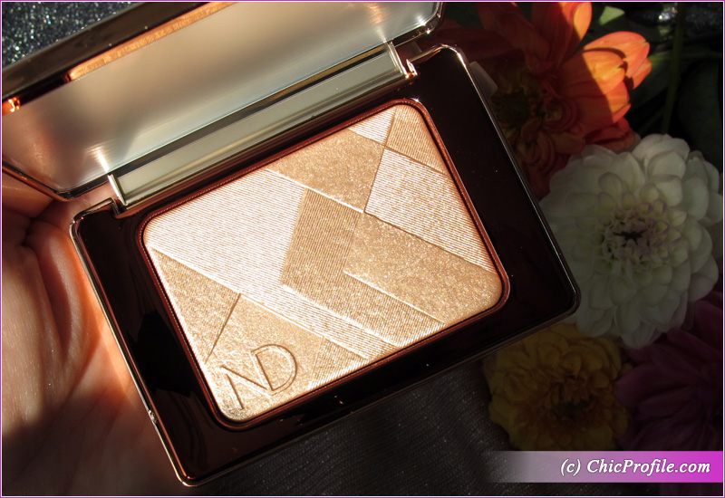 Natasha Denona I Need a Nude Glow Highlighter in Sunlight