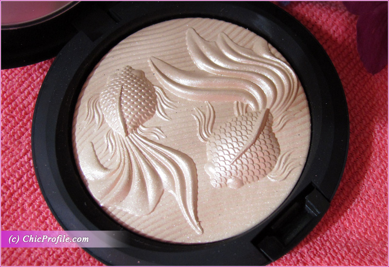 MAC Moon Masterpiece Double Gleam Extra Dimension Skinfinish Detail