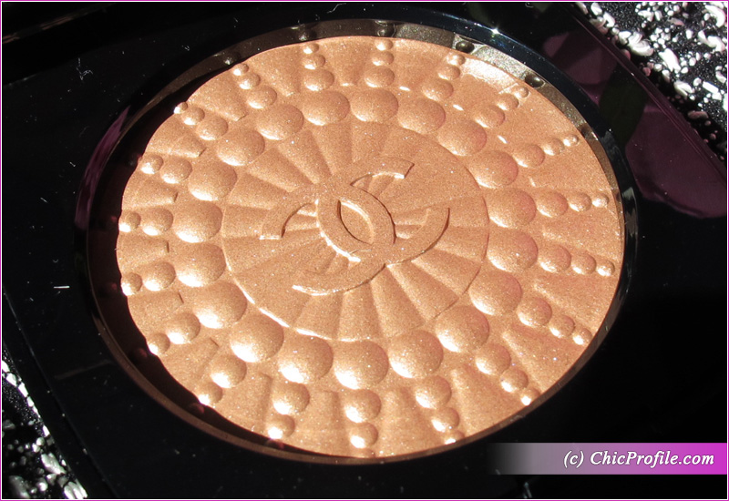 Chanel Perles de Lumiere Illuminating Blush Powder Close Up