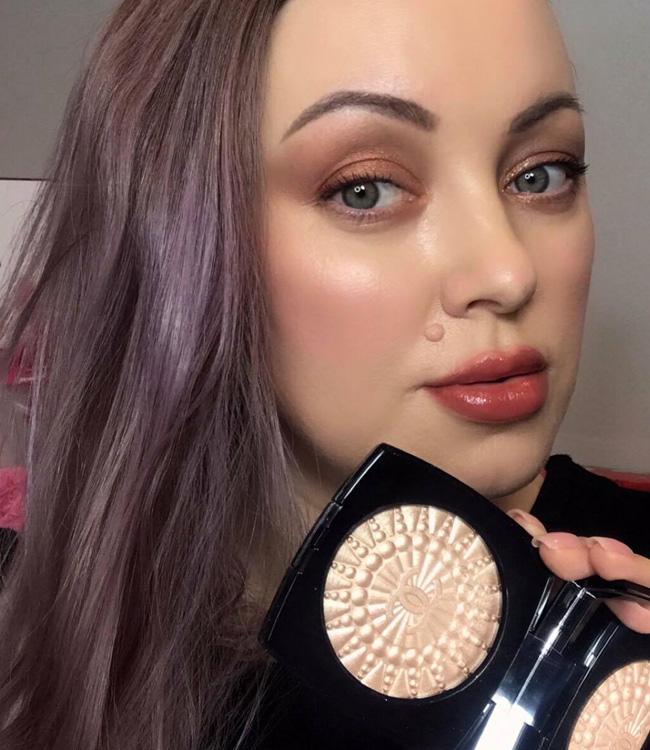 Chanel Perles de Lumiere Illuminating Blush Powder Makeup