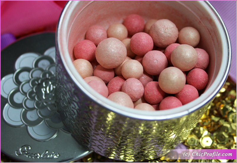Guerlain Meteorites Pink Pearl Light-Revealing Pearls of Powder Close Up