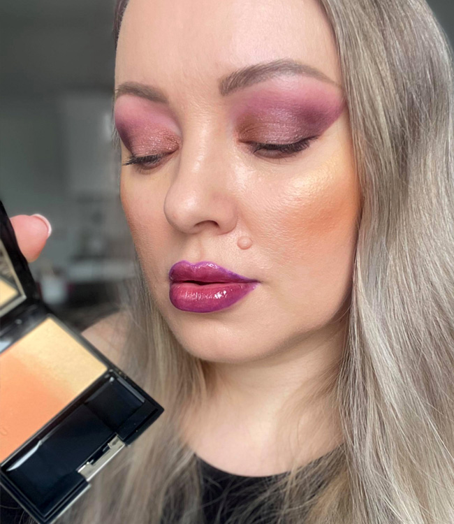 SUQQU Pure Color Blush 127 Nichirinka on the cheeks